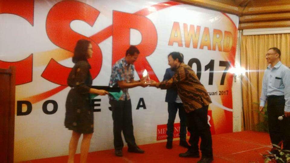 "Muhammad Arif Kirdiat ""PEMBUAT 100 JEMBATAN"" Raih CSR INDONESIA AWARD"